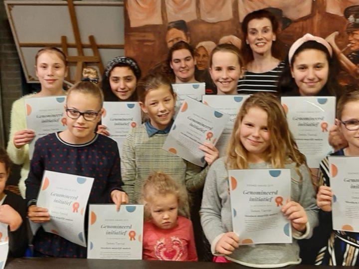 Leerlingen van Geke`s Tiental ontvangen Doemee-Award Certificaat.